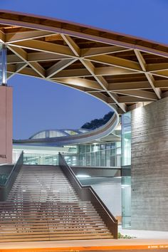 Curved roof tops wHY's Pomona College arts centre