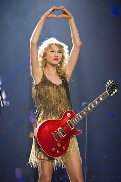 Taylor Swift Speak Now Tour. violently screams I want that dress