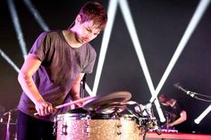 Foster The People cover Alabama Shakes' 'Hold On' with The Kooks - video