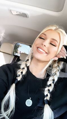 You have to learn how to make this beautiful braided hair style! Braided hairstyles that can make us feel comfortable in warm weather and make. Brown To Blonde Ombre, Blonde Wig, Blonde Color, Loren Grey, Loren Gray Snapchat, Look Festival, Grey Makeup, Tumbrl Girls, Photographie Portrait Inspiration