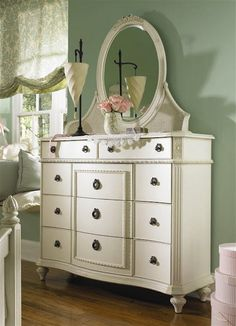 Vintage Bedroom Furniture - love this super girly look for a guest room