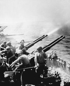 253 Black and White WWII Photos (32 photos)