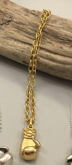 Collana Guantone da Pugile color Oro, by La Gigi Bijoux, 12,00 € su misshobby.com