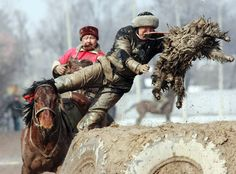 Horseman take part in a game of Kok-boru the national sport of Kyrgystan. Photo by Vladimir Pirogov Best Funny Pictures, Funny Photos, Celebration Around The World, Photos Of The Week, Sports Illustrated, Afghanistan, Marie, Religion, Lion Sculpture