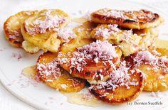 Kokos-Pancakes mit Ahornsirup French Toast, Breakfast, Sweet, Food, Maple Syrup, Waffles, Food Food, Cooking, Simple