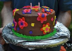 Decorating a Birthday Cake Like a Professional (Hubnugget Contest Winner)