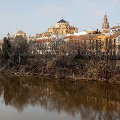 A la vera del río Córdoba no puede ser más bonita  #mezquita #cordobaESP #Andalucia #monuments #monumentos #photography #fotografia #placestogo #placestovisit