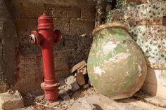 Waterkraan en Griekse pot in Chania.