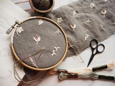 新しいアイテムを作っています。#刺繍#手刺繍#ハンドメイド#リネン#ナチュラル#花#自然#草花#マカベアリス#embroidery #handembroidery #linen#nature #flowers