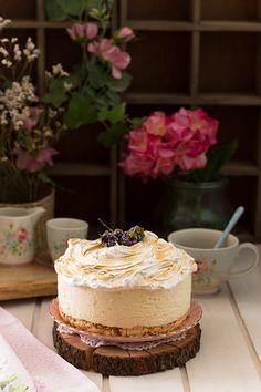 Tarta de queso y limón deliciosa con base de merengue crujiente y topper de merengue esponjoso. Delicioso!                                                                                                                                                                                 Más