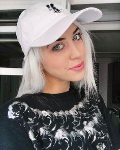 Ehilà oggi giovedì sera differente! Alle h20 sarò ospite a #RadioAtlanta per commentare le ultime dal web e per raccontare un po' di me! Se vi va di ascoltarci e vederci in diretta trovate il link sulla mia pagina facebook  Spero facciate un salto noi vi aspettiamo!  smack #chiaralosh  #selfie #radio #girl #smile #tvpresenter #tvhost #blonde #blondehair #whitehair #blondegirl #noperfect #asos #disney #mickymouse #fashion #style #look #ootd #outfit