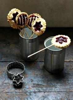 Пирожки на палочке с ягодным джемом