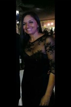 Itala com um dress de remda