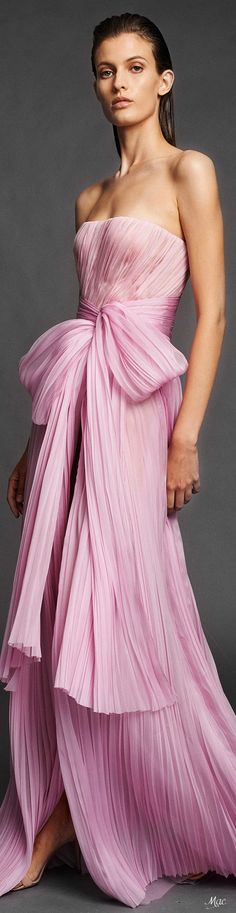 Mendel Spring 2020 Ready-to-Wear Fashion Show Pink Fashion, Party Fashion, Fashion Show, Women's Fashion, Fashion Trends, Evening Party Gowns, Evening Dresses, Formal Gowns, Strapless Dress Formal