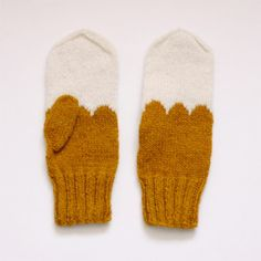 need to DIY these knit mustard and white scalloped mittens