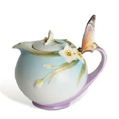 """""""Papillon"""" Butterfly Design: tea pot"""