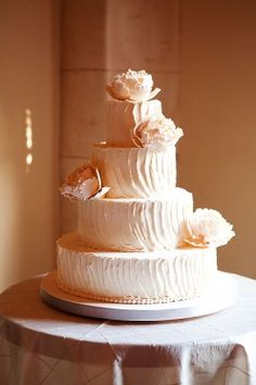 cake idea.  like the texture, would do without flower on top