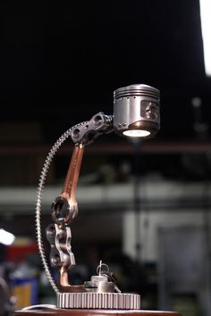 ausserirdisch SteamPunk Lampen Designs (Industrial Style) - Emma Home Car Part Furniture, Automotive Furniture, Automotive Decor, Furniture Removal, Metal Projects, Welding Projects, Welding Art, Industrial Style, Industrial Design