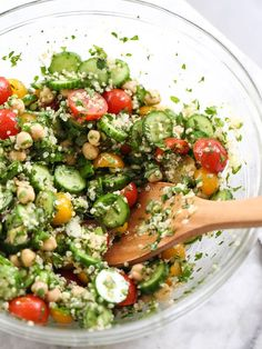 Quinoa Tabbouleh with Chickpeas Recipe is a super fresh #salad #gluten-free #paleo