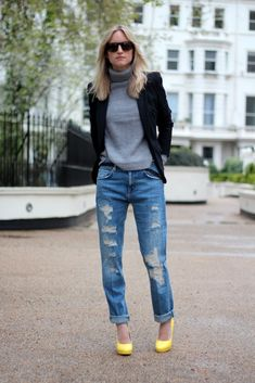 boyfriend jeans & pumps