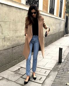 Street style star Barbara Martelo shows us how to wear pointed-toe shoes thanks to her stylish Insta Star Fashion, Look Fashion, Winter Fashion, Fashion Trends, Fashion 2016, Fashion Black, Womens Fashion, Jeans Fashion, Unique Fashion
