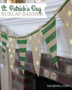 DIY St Patrick's Day ideas - painted burlap banner - food & best recipes & home decor St Patrick's Day Crafts, Holiday Crafts, Holiday Fun, Arts And Crafts, Diy Crafts, Creative Crafts, Party Crafts, Fabric Crafts, Diy St Patricks Day Decor
