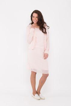 Sportieve jurk van het label Emma in de kleur licht roze.