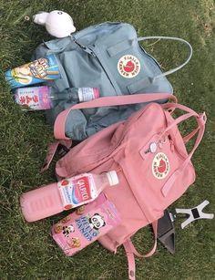 vsco accessories for room Mochila Kanken, Fjallraven Kanken Mini, Pink Kanken, Kanken Backpack Mini, Cute Backpacks, School Backpacks, Popular Backpacks, Aesthetic Backpack, Art Hoe Aesthetic