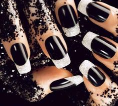 Black Acrylics Nail Design #blacknailart #nailart #naildesigns #sparkle #glitternails #manicure
