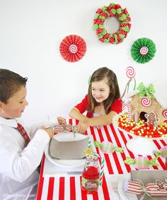 Red & Green Tablescape Ideas for a Christmas Party table with lots of DIY ideas, printables and cute decorations!