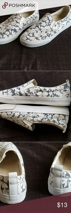 GAP Floral Slip-on Sneaker Canvas and Denim Floral Sneaker. In great condition!!!! GAP Shoes Sneakers