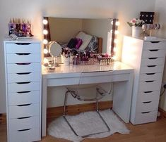 ikea dressing table designs and ideas 2019 Source by table ideas Ikea Dressing Room, Ikea Malm Dressing Table, Dressing Table Storage, Bedroom Dressing Table, Dressing Table Design, Dressing Table Vanity, Ikea Vanity Table, Shabby Chic Dressing Table, White Dressing Tables