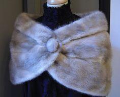 ESTOLA 2: Banda larga de piel que usan las mujeres para abrigarse el cuello. Bridesmaid Shawl, Gay Outfit, Wedding Fur, Tweed, Pastel Goth, Lana, Fur Coat, Furs, Sewing