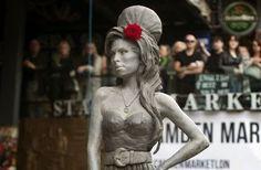 Lapislazzuli Blu: #Svelata a #Londra #statua di #Amy #Winehouse Per ...