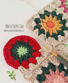Discover recipes, home ideas, style inspiration and other ideas to try. Crochet Waffle Stitch, Diy Crochet And Knitting, Crochet Motifs, Wire Crochet, Crochet Pillow, Crochet Home, Point Granny Au Crochet, Granny Square Crochet Pattern, Crochet Squares