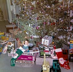 Christmas 1962 in the suburban Pennsylvania household of the Bader family. Of note are Lincoln Logs, a Chatty Cathy family baby doll, Play-Doh, and much more. Ghost Of Christmas Past, Noel Christmas, Christmas Morning, All Things Christmas, 1950s Christmas, Christmas Presents, Vintage Christmas Photos, Vintage Holiday, Christmas Pictures