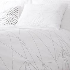 Prachtige handgemaakte dekbedovertrek van het merk Ooh Noo. Het beddengoed wordt zachter met elke was- en droogbeurt en is dus gemaakt om lang mee te gaan.