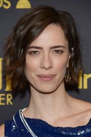 Rebecca Hall Messy Cut - Rebecca Hall styled her short hair with messy waves for the HFPA and InStyle Golden Globe Award season celebration. Long Bob Blonde, Short Blonde Bobs, Blonde Bob Haircut, Blonde Lob, Blonde Bob Hairstyles, Lob Hairstyle, Cool Hairstyles, Short Hair Styles For Round Faces, Hairstyles For Round Faces
