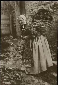 Baba Yaga, Vintage Photographs, Vintage Images, Old Pictures, Old Photos, Vintage Knitting, Vintage Crochet, Historical Photos, Brave