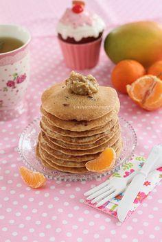 """Vegan and gluten free blueberry pancakes         1 cana* faina fina de porumb (nu malai grisat; eu am folosit Rapunzel dar se gaseste si la Real marca proprie)      1 cana* faina de hrisca (sau orice alta faina preferati: de orez, mei, ovaz sau grau integral dar atunci va contine gluten)      1/2 lingurita rasa praf de copt bio (fara aluminiu, eu iau de la """"dm"""")      2 lg zahar brun      2 cani* lapte de soia neindulcit (sau orice alt lapte vegetal preferati)      2 lg ulei      optional…"""