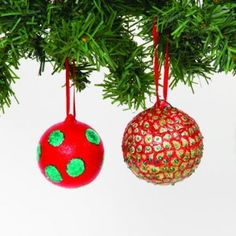 Decorate our lovely ceramic baubles in minutes with 3D Glitter Pens and Paint - they look really effective!