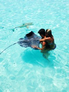 ambermozo: Makoa & I feeding the sting rays. Moorea, Tahiti. Not me, I learned from Steve!