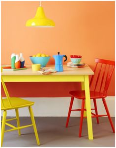 What a bright, peppy kitchen with a fun pendant light. Maybe not to everyone's tastes, but it would certainly wake you up in the morning, huh?