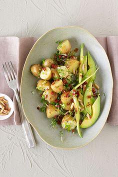 Kartoffelsalat mit Avocado - schnell, lecker und gesund #kartoffelsalat #avocado #salat #mittagessen #gesundkochen