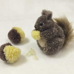 Squirrel Pom Pom Simple and cute Chat Crochet, Crochet Toys, Pom Pom Crafts, Yarn Crafts, Pom Pom Animals, Yarn Animals, Craft Projects, Sewing Projects, Crafts For Kids