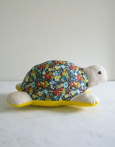 Molly's Sketchbook: Myrtle the Purl Turtle - The Purl Bee - Knitting Crochet Sewing Embroidery Crafts Patterns and Ideas! Pattern and tutorial Purl Bee, Craft Patterns, Sewing Patterns Free, Free Sewing, Fabric Patterns, Free Pattern, Pattern Sewing, Pattern Ideas, Turtles