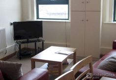 Hogg Mitchells Apartments  Property Location With a stay at Hogg Mitchells Apartments in Londonderry you apos;ll be minutes from The Peoples Gallery and Museum of Free Derry and Bloody Sunday Memorial. This 4-star apartment is within close proximity of The Nerve Centre and...  EUR 104.75  Meer informatie  #vakantie http://vakantienaar.eu - http://facebook.com/vakantienaar.eu - https://start.me/p/VRobeo/vakantie-pagina