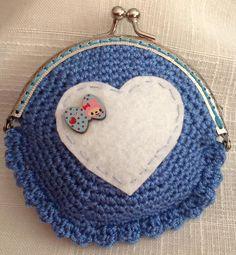 #Monedero tejido a #ganchillo con #corazón de #fieltro. #crochet #purse