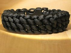 Bracelet and knot diagram,