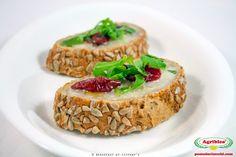 Bruschetta con Pomodorini Secchi Bio e gorgonzola Bruschetta, Ethnic Recipes, Google, Food, Meal, Essen, Hoods, Meals, Eten